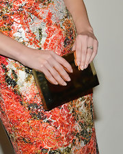 Mary Elizabeth Winstead's metallic clutch was a striking way to pull her whole look together.