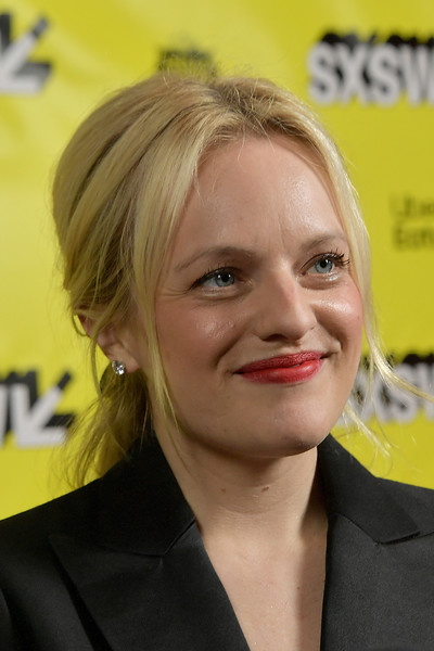 Elisabeth Moss wore her hair in a loose center-parted ponytail at the SXSW premiere of 'Her Smell.'