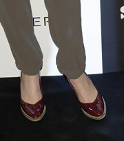 Marisa Jara paired her cool olive pants with cranberry pumps for a classic and sophisticated look.