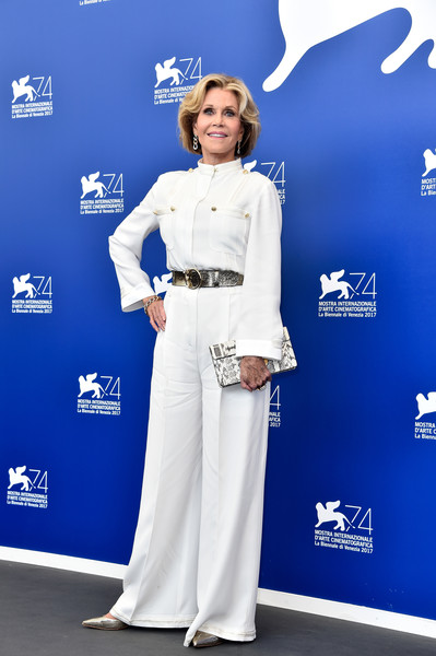 Jane Fonda punctuated her white look with a printed clutch by Ferragamo.