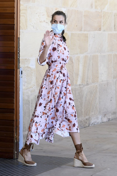 Queen Letizia kept her feet comfy in a pair of brown ankle-tie wedges by Uterque for her visit to a cultural center in Soria, Spain.