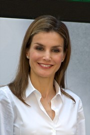 Princess Letizia kept it simple with this long straight 'do at the Environment Awards.