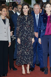 Queen Letizia of Spain inaugurated the FITUR International Tourism Fair 2020 wearing a keyhole-neckline print dress by Massimo Dutti.