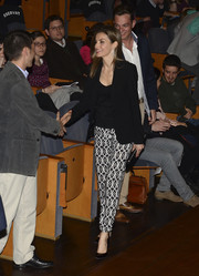 Princess Letizia kept it low-key yet elegant up top in an all-black blazer-cami combo during the 'Jovenes Con Voz Propia' concert.