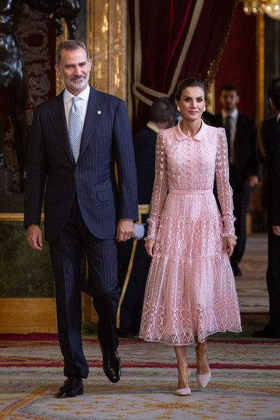 More Pics of Queen Letizia of Spain Classic Bun (1 of 90) - Queen Letizia of Spain Lookbook - StyleBistro [suit,clothing,fashion,dress,formal wear,event,haute couture,tuxedo,ceremony,gown,royals,letizia,felipe vi,l-r,spanish,spain,madrid,royal palace,the national day military parade,reception]