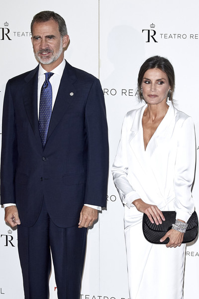 Queen Letizia of Spain headed to the 'Don Carlo' opera carrying a textured black satin clutch.