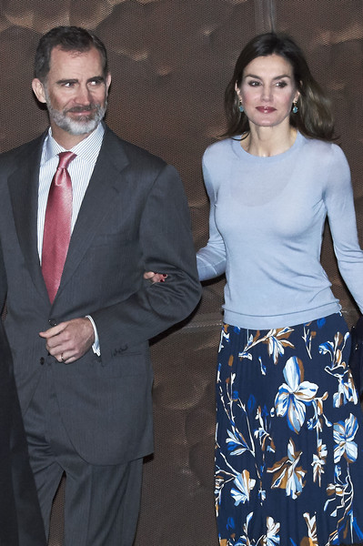 More Pics of Queen Letizia of Spain Leather Clutch (1 of 49) - Clutches Lookbook - StyleBistro [suit,formal wear,fashion,event,dress,white-collar worker,outerwear,gesture,tuxedo,style,felipe vi,royals,letizia,scholaships,la caixa scholarships,spanish,spain,center,madrid,la caixa]