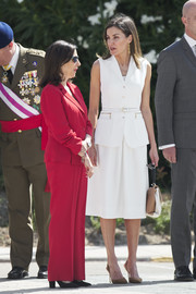 Queen Letizia paired her suit with brown slingback pumps by Carolina Herrera.