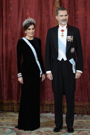 Queen Letizia of Spain kept it classic in a long-sleeve black velvet gown by Felipe Varela at the Royal Gala Dinner in honor of the Chinese President.