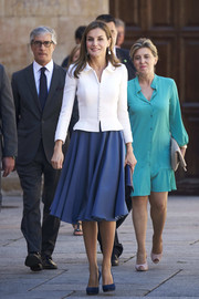 Queen Letizia of Spain looked perfectly polished in a fitted white jacket and a blue circle skirt at the opening of the Scholar University College year.