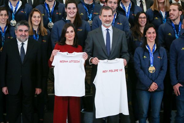 More Pics of Queen Letizia of Spain Crewneck Sweater (3 of 36) - Crewneck Sweater Lookbook - StyleBistro [social group,team,event,community,youth,uniform,student,crowd,letizia,royals,felipe vi,national wateropolo,spanish,spain,madrid,zarzuela palace,national wateropolo womens team,letizia of spain,felipe vi of spain,palace of zarzuela,spanish royal family,monarch,queen consort,royal household of spain,t-shirt,trousers]
