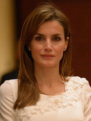 Princess Letizia didn't need much more than this casual straight hairstyle to look breathtakingly gorgeous.