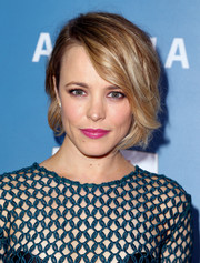 Rachel McAdams' hot-pink lipstick made a nice contrast to her teal dress.