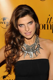 Lake wore a dramatic silver spiked statement necklace with her LBD. The accessory featured a mess of different details which added an edgy appeal to her look.