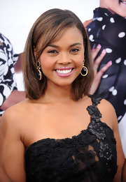 Sharon Leal looked super cute with her mid-length bob and side swept bangs. Her added carmel highlights were just the right color for her glowing skin.