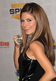 Maria Menounos showed us her colossal ring with encrusted gemstones.