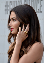Lily Aldridge accessorized with a stylish geometric gold ring during Spike TV's Guys Choice 2014.
