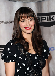 Mary Elizabeth Winstead's hair was all shine and soft waves at the Scream 2011 Awards. She kept her eye-enhancing bangs straight and added a large curls to longer tresses.