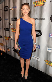 Anna Torv wore a lovely green and silver Oscar statement cuff to Spike TV's Scream 2011 Awards.