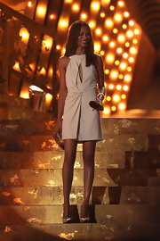 Zoe topped off her chic white dress with nude leather T-strap pumps.