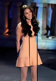 Megan Fox wore a super sweet dress and her hair in ultra sexy waves at Spike TV's 'Scream 2010.'
