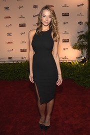 Hannah Ferguson donned a little black dress, made sexier with the addition of a side cutout and a high slit, for the SI Swimsuit Takes Over the Schermerhorn event.