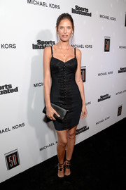 Bianca Balti completed her all-black look with an envelope clutch.