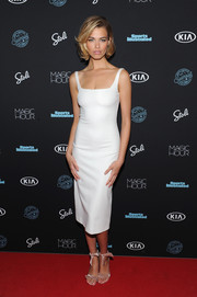 Hailey Clauson kept it classic in a fitted LWD at the Sports Illustrated Swimsuit 2018 launch event.