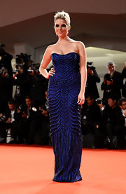 Ashley Benson looked darkly glamorous in her beaded midnight blue gown.