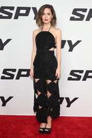 Rose Byrne complemented her dress with black crisscross-strap platform sandals by Brian Atwood.