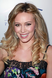 Hilary Duff styled her hair in radiant curls, pinning back one side of her bangs for added interest.