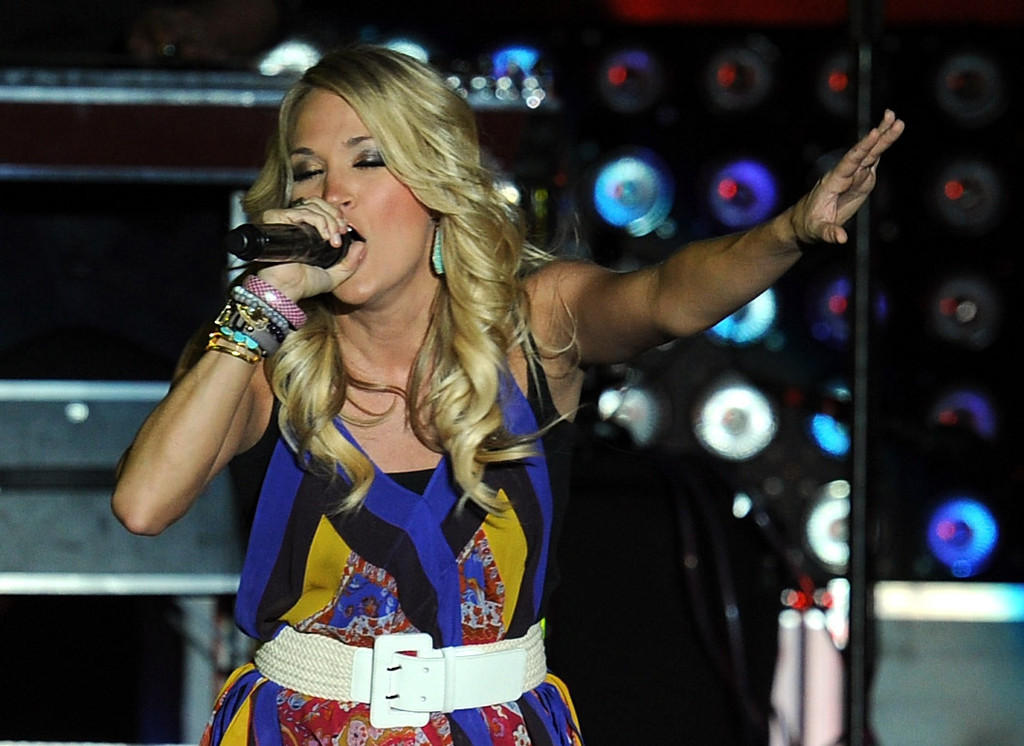 More Pics Of Carrie Underwood Print Blouse 1 Of 80 Carrie Underwood Lookbook Stylebistro
