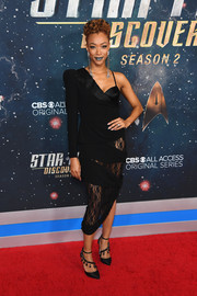 Sonequa Martin-Green worked an asymmetrical lace-panel LBD by Faith Connexion at the premiere of 'Star Trek: Discovery' season 2.