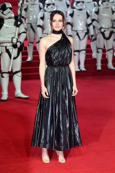 Look of the Day: December 13th, Daisy Ridley