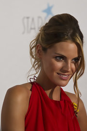 Amaia Salamanca showed up at the Starlite Gala 2011 with her hair in a pinned updo.