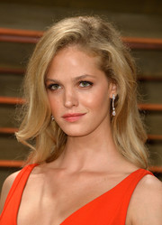 Erin Heatherton wore her hair down in a mussed-up side-parted style during the Vanity Fair Oscar party.