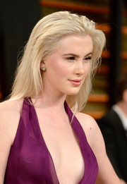 Ireland Baldwin sported a simple yet sexy tousled straight 'do during the Vanity Fair Oscar party.