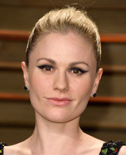 Anna Paquin pulled her hair back into a simple yet classic bun for the Vanity Fair Oscar party.