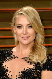 Kate Hudson made us swoon with her super-pretty side-parted waves at the Vanity Fair Oscar party.