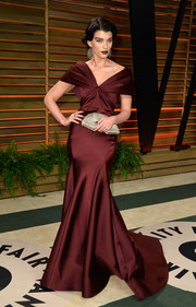 Crystal Renn totally glammed it up at the Vanity Fair Oscar party in a burgundy off-the-shoulder gown by Zac Posen.