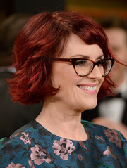 Megan Mullally wore an adorable short layered hairstyle to the Vanity Fair Oscar party.