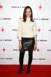 Aubrey Plaza gave her cute sweater a dose of edge with a black leather mini skirt.
