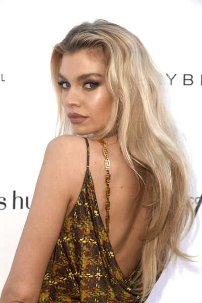 Stella Maxwell Long Wavy Cut