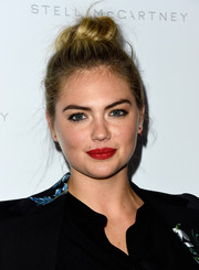 Kate Upton kept it casual yet cute with this top knot at the Stella McCartney presentation.