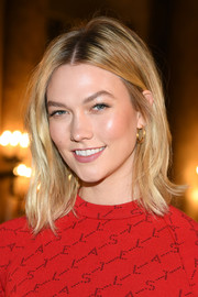 Karlie Kloss wore her hair in a casual lob at the Stella McCartney Fall 2019 show.