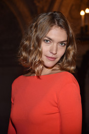 Arizona Muse sported short, tousled waves at the Stella McCartney fashion show.