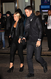 Jamie sported a sophisticated all-black look finished off with an awesome cardigan.
