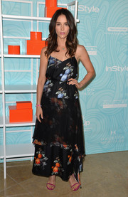 Abigail Spencer was summer-chic at the Inspiration Awards in a Peter Som maxi dress featuring a blurry print and a tiered skirt.