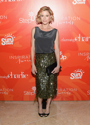 Julie Bowen spruced up her plain top with a sparkly green pencil skirt by Lela Rose.
