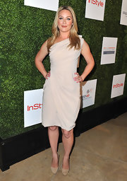 Elisabeth Rohm's draped one-shoulder dress had a cool Grecian vibe at the Inspiration Awards.